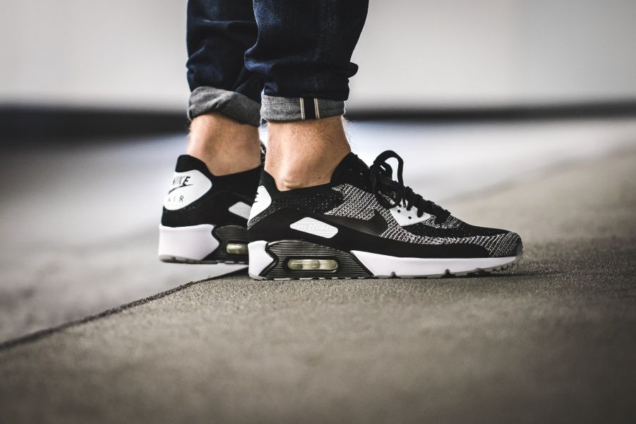 "Nike Air Max 90 Ultra 2.0 Flyknit ""Oreo"" 