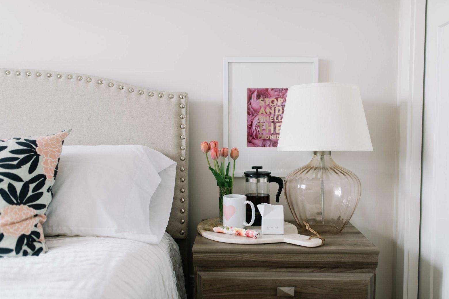 schöne nachttisch deko für das schlafzimmer – 30 ideen