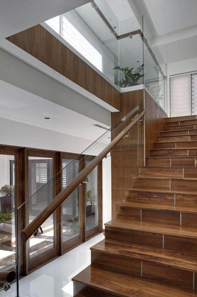 Escalera casa cubo arquitectura en movimiento for Escaleras con luz