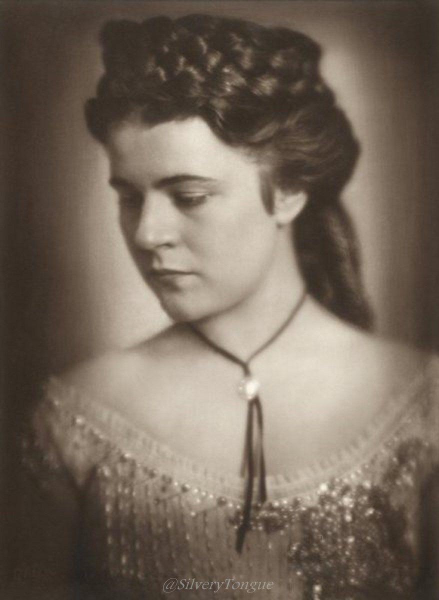 Paula Wessely Paula Wessely als Kaiserin Elisabeth in der Operette Sissy von Fritz Kreisler Ernst Marischka und Hubert Marischka.
