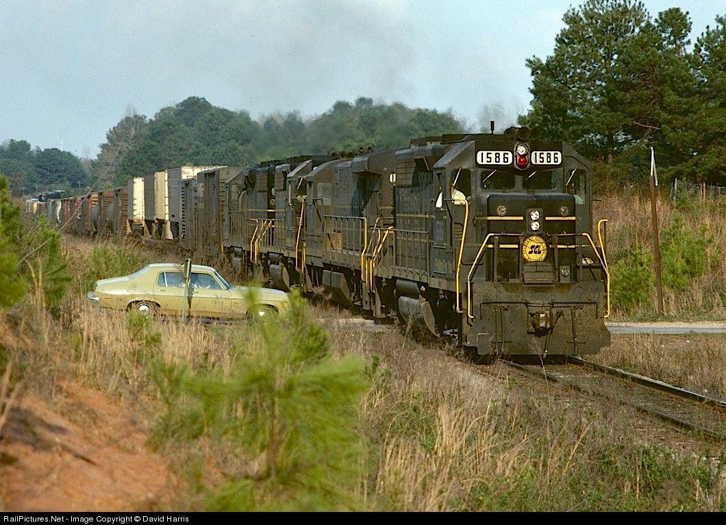 RailPictures.Net Photo: SCL 1586 Seaboard Coast Line EMD GP40 at Auburn, Alabama by David Harris