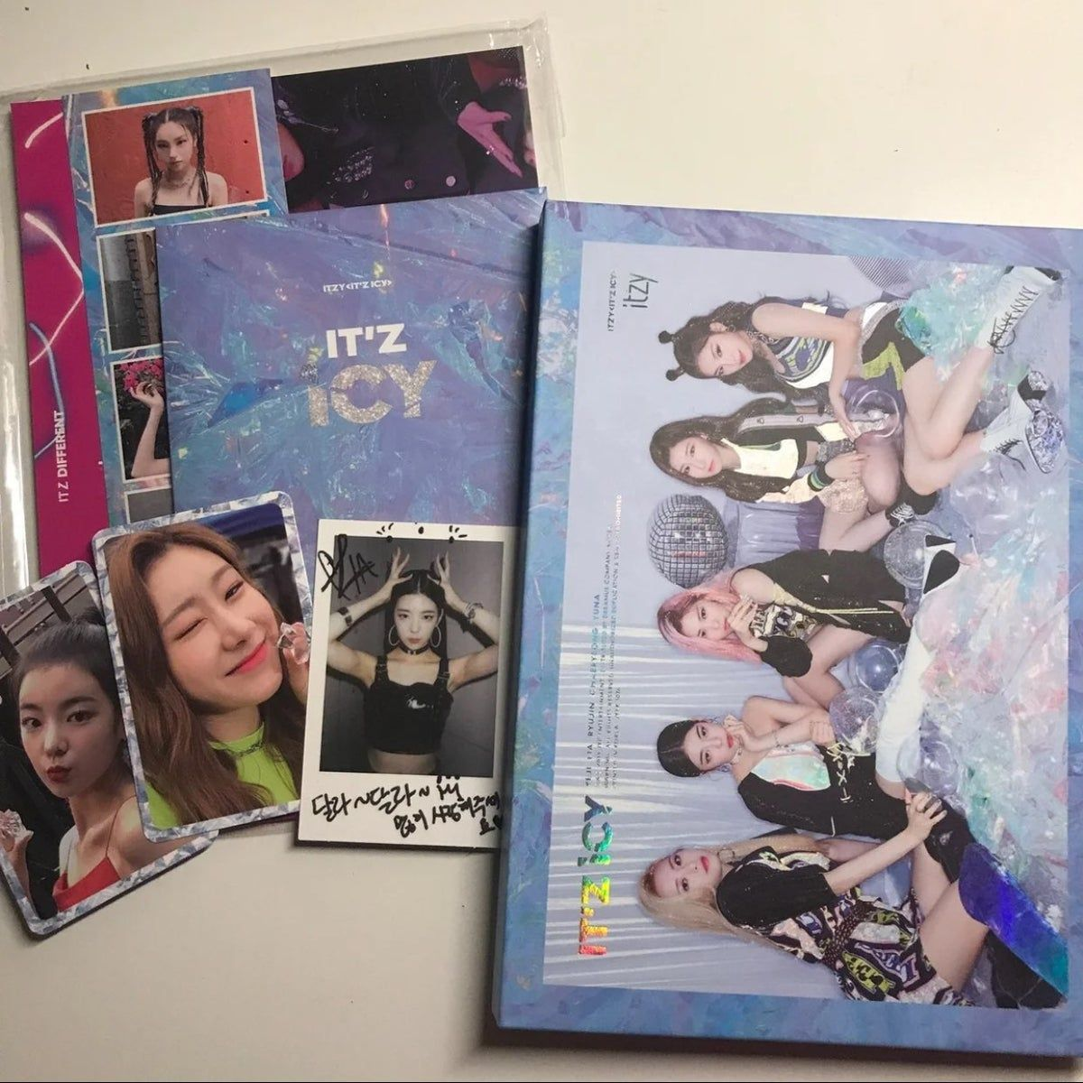 Itzy It'z Icy Album   Kpop merchandise, Kpop merch, Itzy