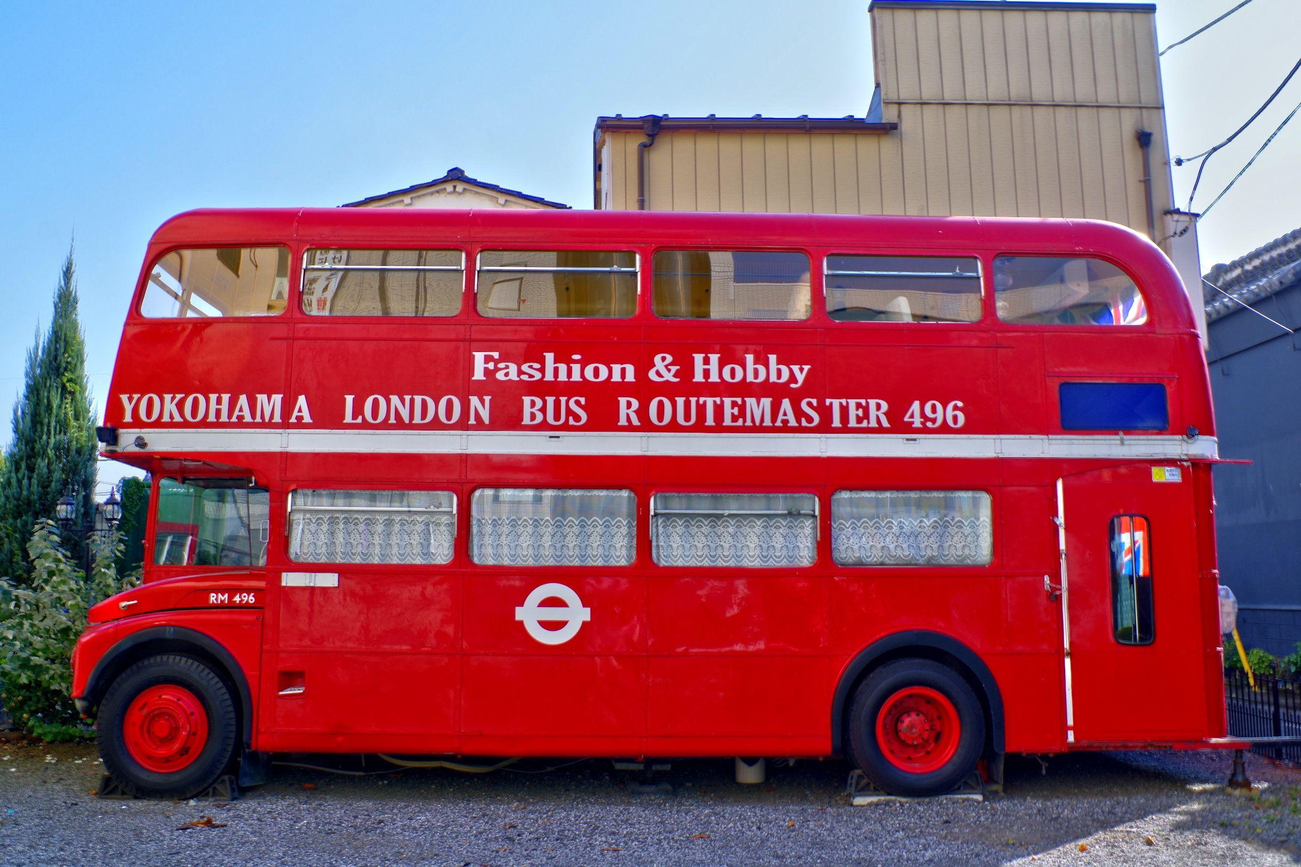 洋館カフェとロンドンバス ロンドンバス ロンドン 横浜 洋館
