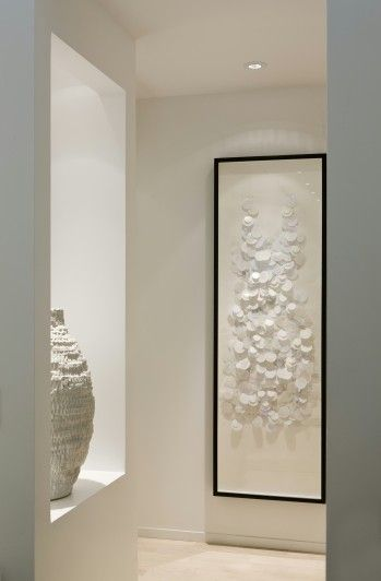 simple white artworks for a stunning entrance hall - Cecconi Simone