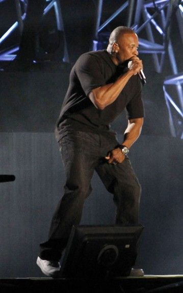 fresh styles top fashion coupon codes Dr. Dre moved the crowd in a classic black t-shirt, jeans ...