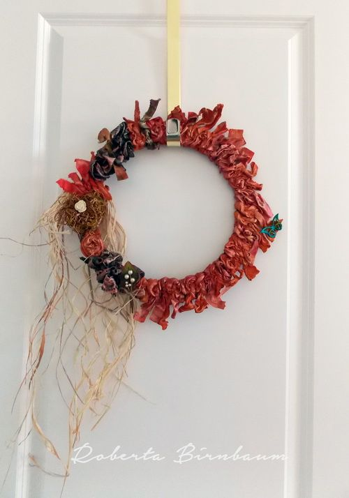 Photo of DIY wreath: how to make a weatherproof fabric wreath – FaveCrafts