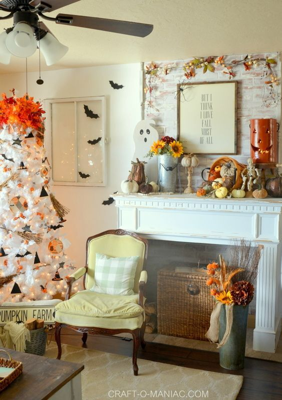 Frighteningly Elegant Halloween Decor Ideas #eleganthalloweendecor Frighteningly Elegant Halloween Decor Ideas - The Clever Side #eleganthalloweendecor