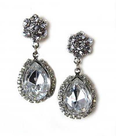 beautiful earrings. nice statement piece