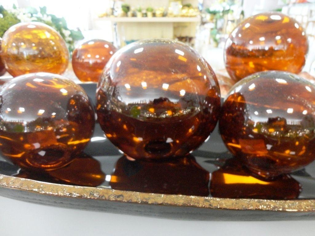 Decoração redonda! As bolas de vidro criam um efeito bacana no ambiente e iluminam o projeto.#produtomarche #bolasdevidro #decoracao #marchobjetos
