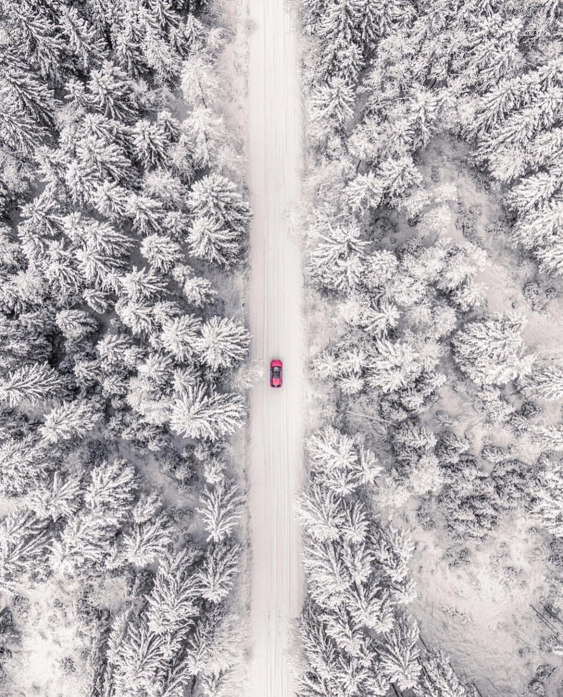La nature est l'une des plus grandes sources d'inspiration. Les paysages hivernaux avec la glace aussi brillante qu'un diamant, la neige blanche et propre et l'air glacé peuvent présenter des caractéristiques simples formant un ensemble très beau. Sympa-sympa.com a rassemblé quelques photos où le minimalisme et l'hiver ont fusionné pour former un duo magique. #neiged#39;hiver