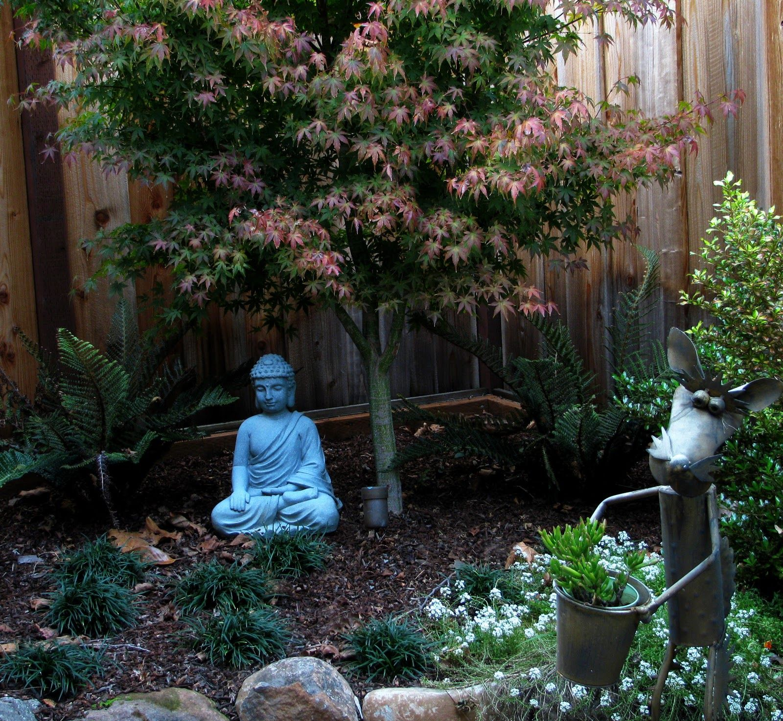 Small space garden small spaces already feel more for Japanese garden small yard