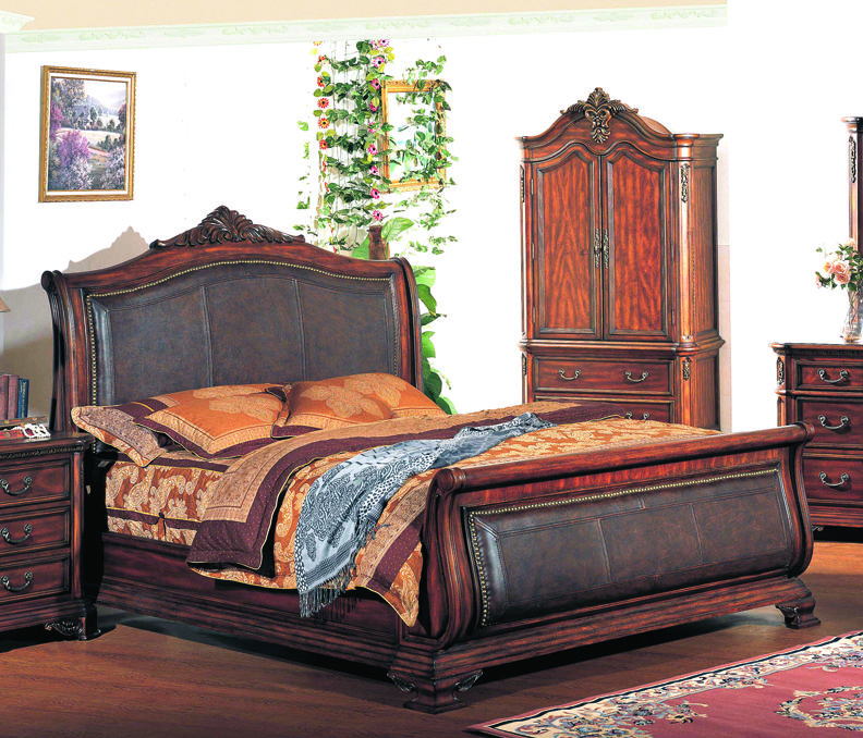 Tipton Luxury King Traditional Leather Sleigh Bed W