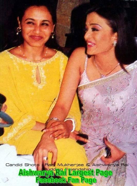 A Rare Pic Of Aishwarya With Her Contemporary Bollywood Queen Rani Aishwarya Rai Bachchan Bollywood Actress Bollywood Stars