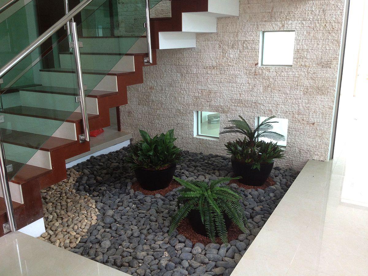 resultado de imagen de jardines con piedras de rio