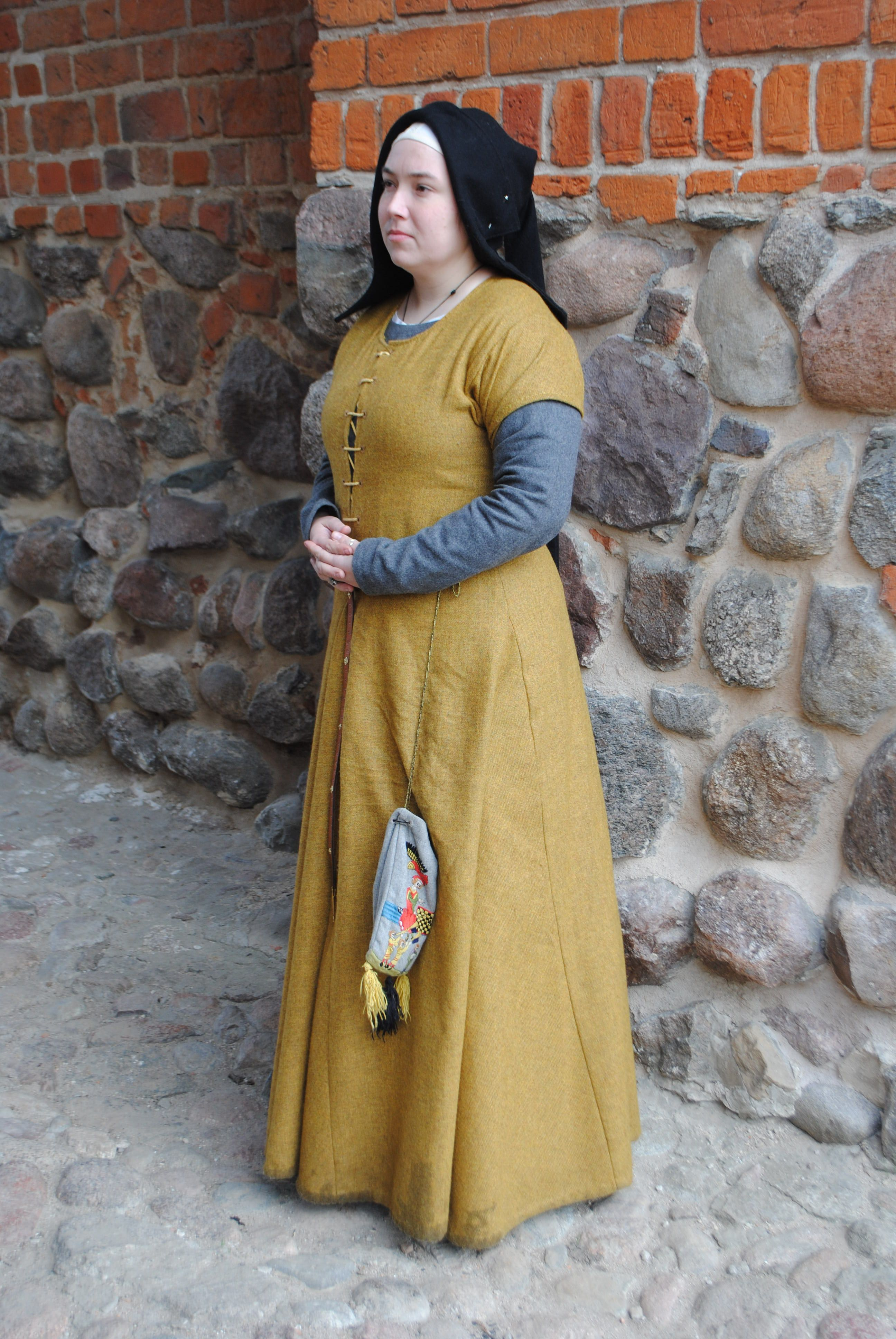 be208eee46 Medieval outfit based on Flemish illuminations from the 1st half of the  15th century
