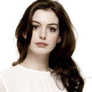 Anne Hathaway natural.