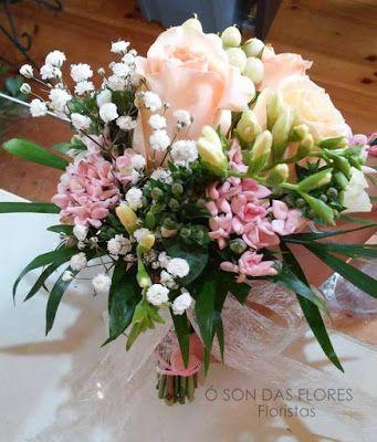 Ó son das flores: Decoraciónfloral acogedora y delicada para la igle...
