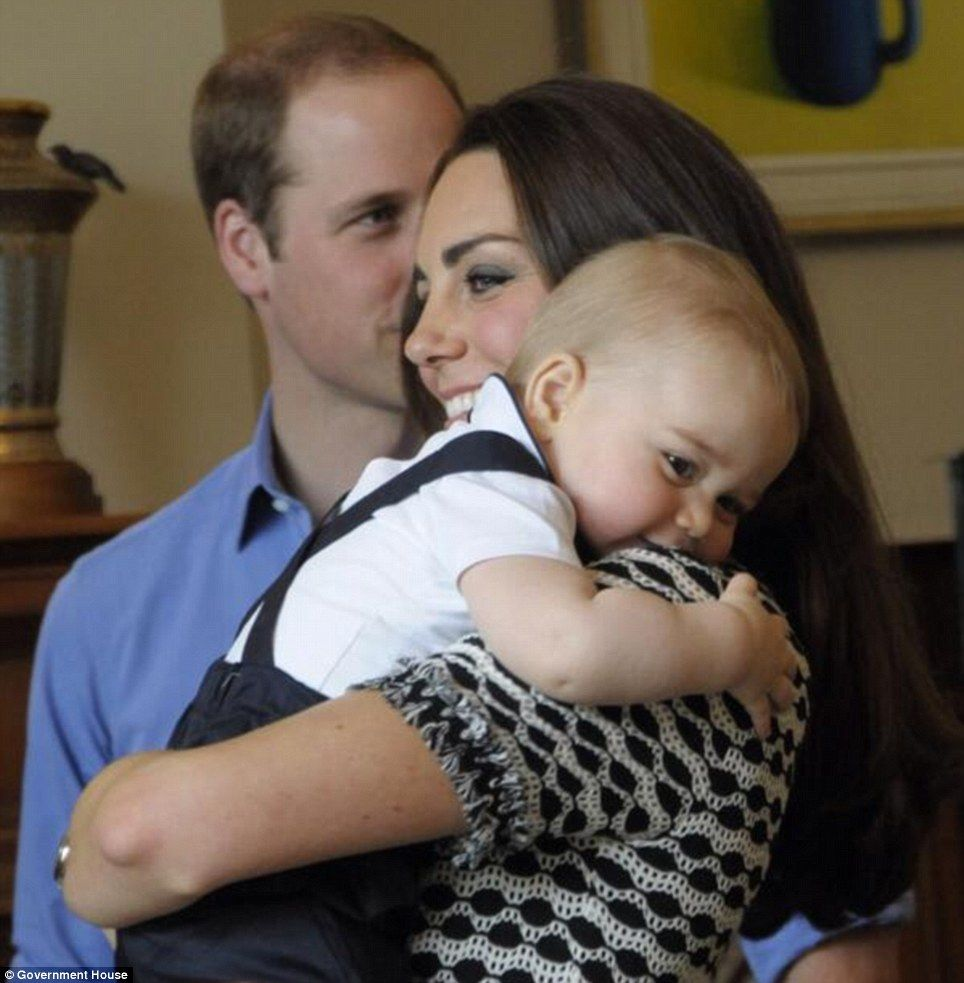 Catherine Hug prince george meets zealand babies parents cambridge and royals