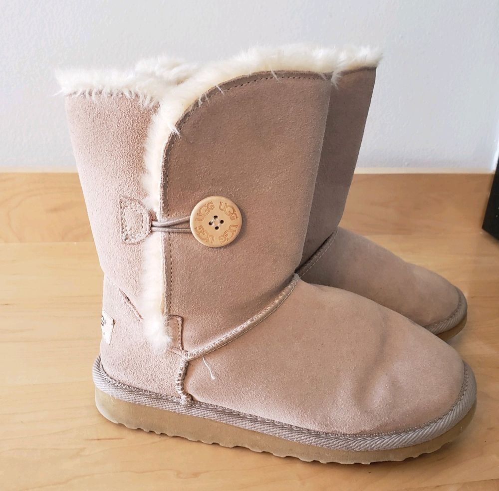 d316fa86b73 Uggs 5803 Bailey Button Boots Size 6 Womens Tan/Brown Booties Womens ...