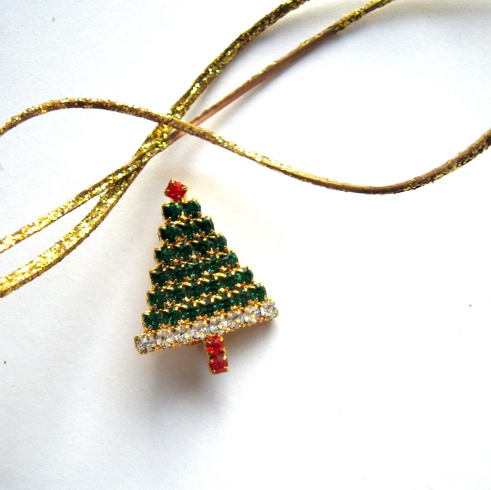 Vintage style Decorated Christmas tree pinback brooch pin