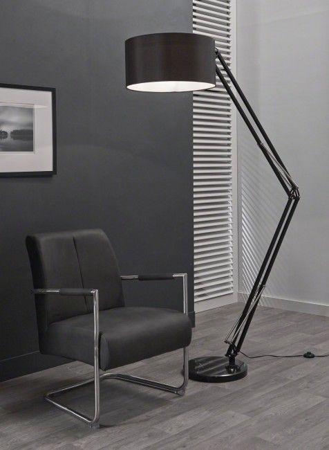 Stehleuchte Mit Einem Lampenschirm Stehlampe Schwarz
