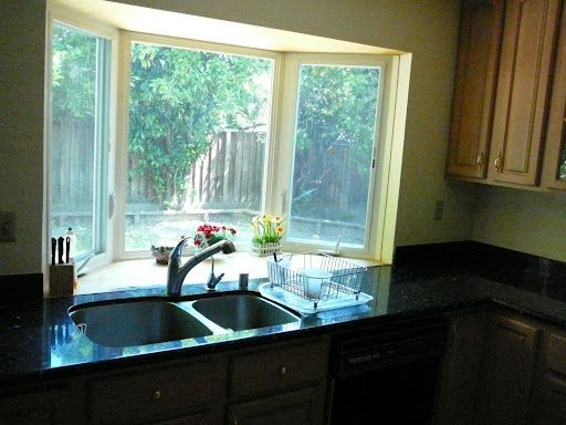 Bay Window In Kitchen Have Decorative Spaces While Still