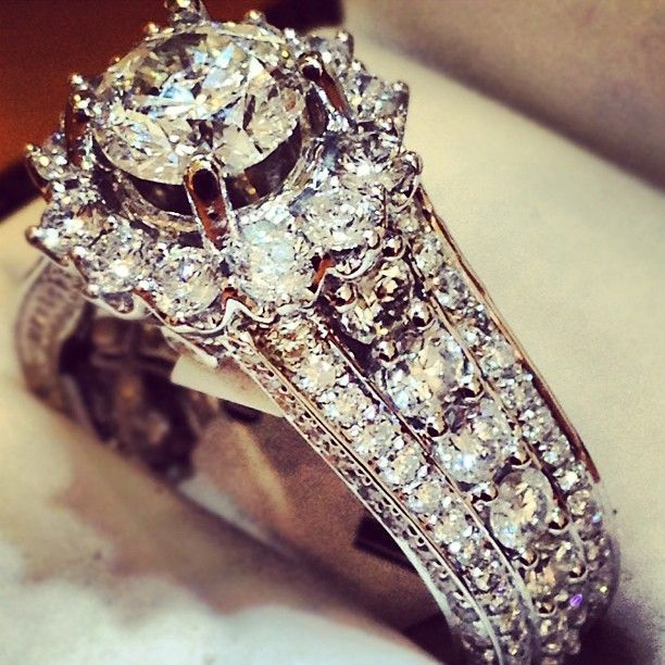 This Is Beautiful And Vintage Design Of Diamond Ring Luxury Beauty