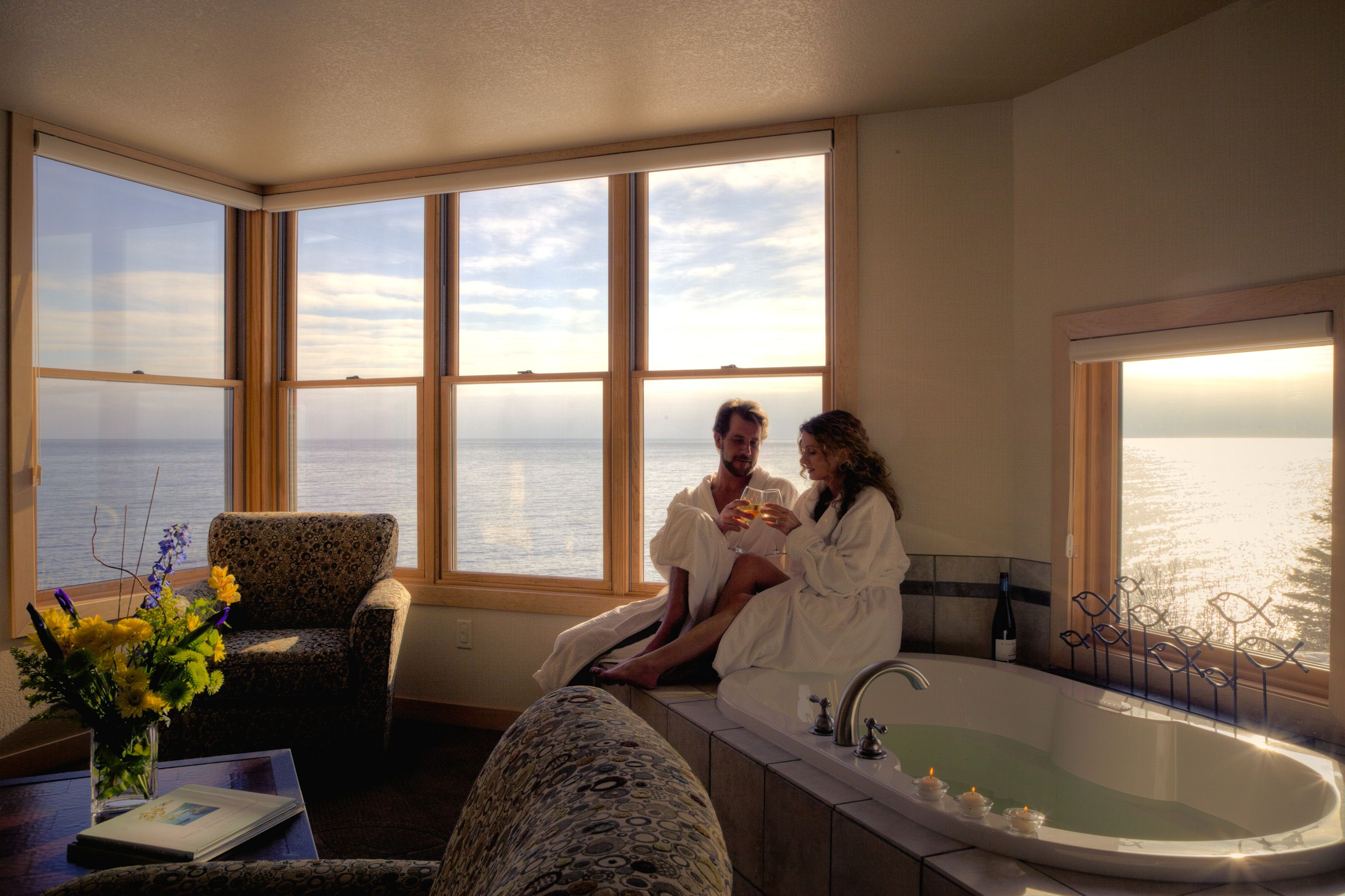 canal hotel suites us on park duluth price comfort suite tub reviews mn best hot romantic in