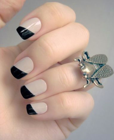 nude and black nails