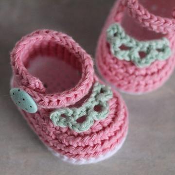 Sierra MaryJanes crochet pattern by Inventorium | Babysachen, Socken ...