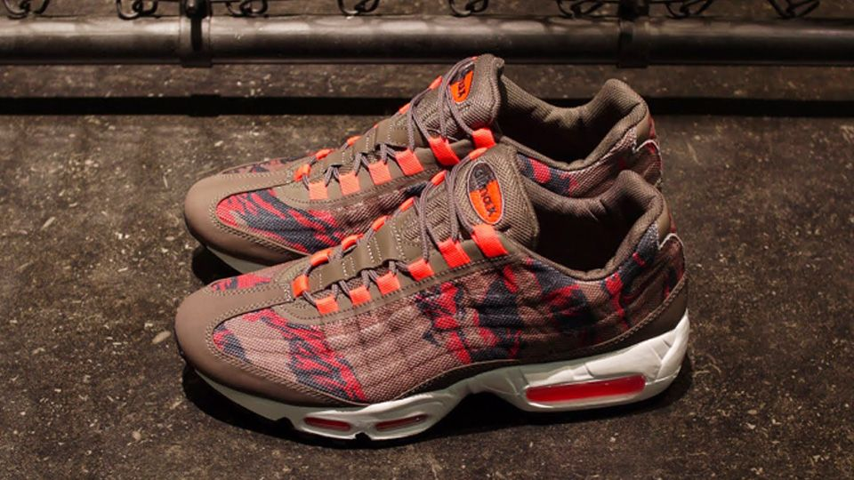 Men's Nike Air Max 95 EM Engineered Mesh City Pack Honolulu Black Bright Citrus Grey Sneakers : D60w
