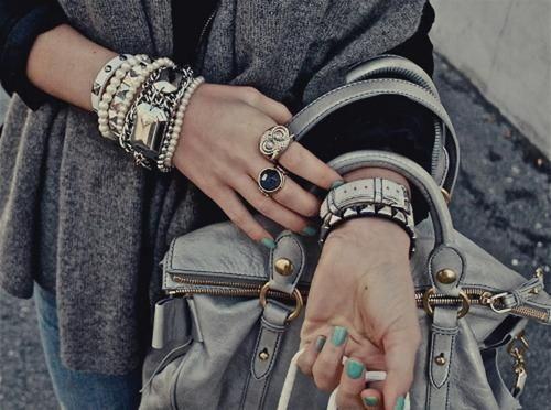 اكسسوارات بنات 2021 صور اكسسوارات كلاسيك 2021 اكسسوارات ذهب Img 1482284220 678 J In 2021 Trending Bracelets Arm Jewelry Cute Bracelets