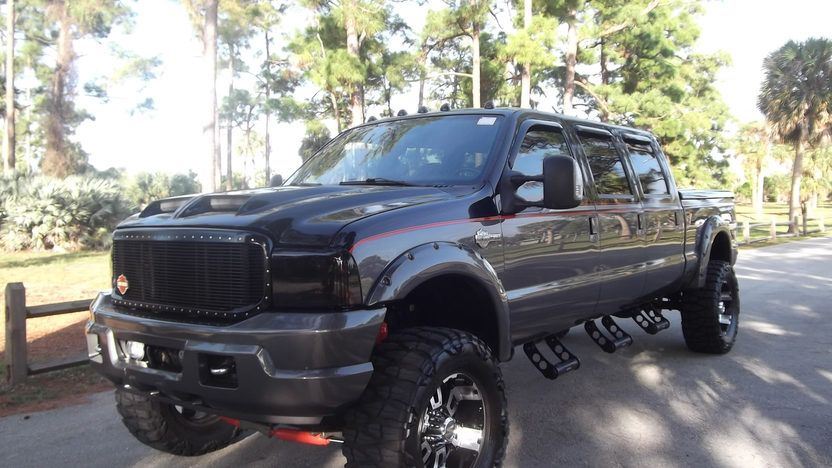 2004 Ford F250 Harley Davidson 6.0L, Automatic presented