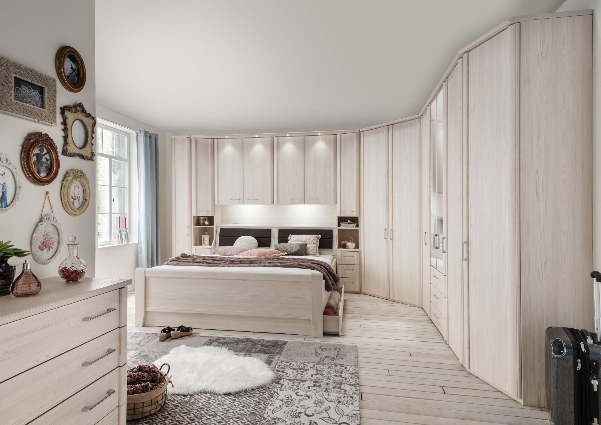 bedroom furniture, free standing furniture that