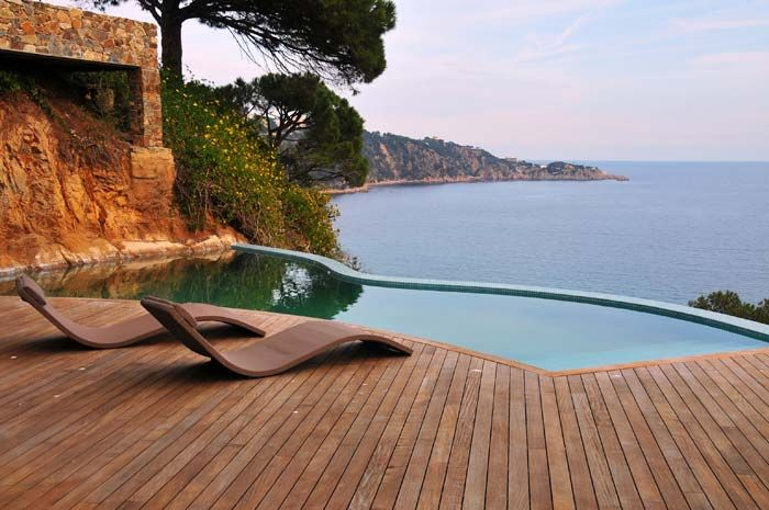 Sant Feliu de Guíxols Villa Located on the Costa Brava coast in the