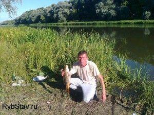 и такой сазанчик не ушел от верной руки рыбака