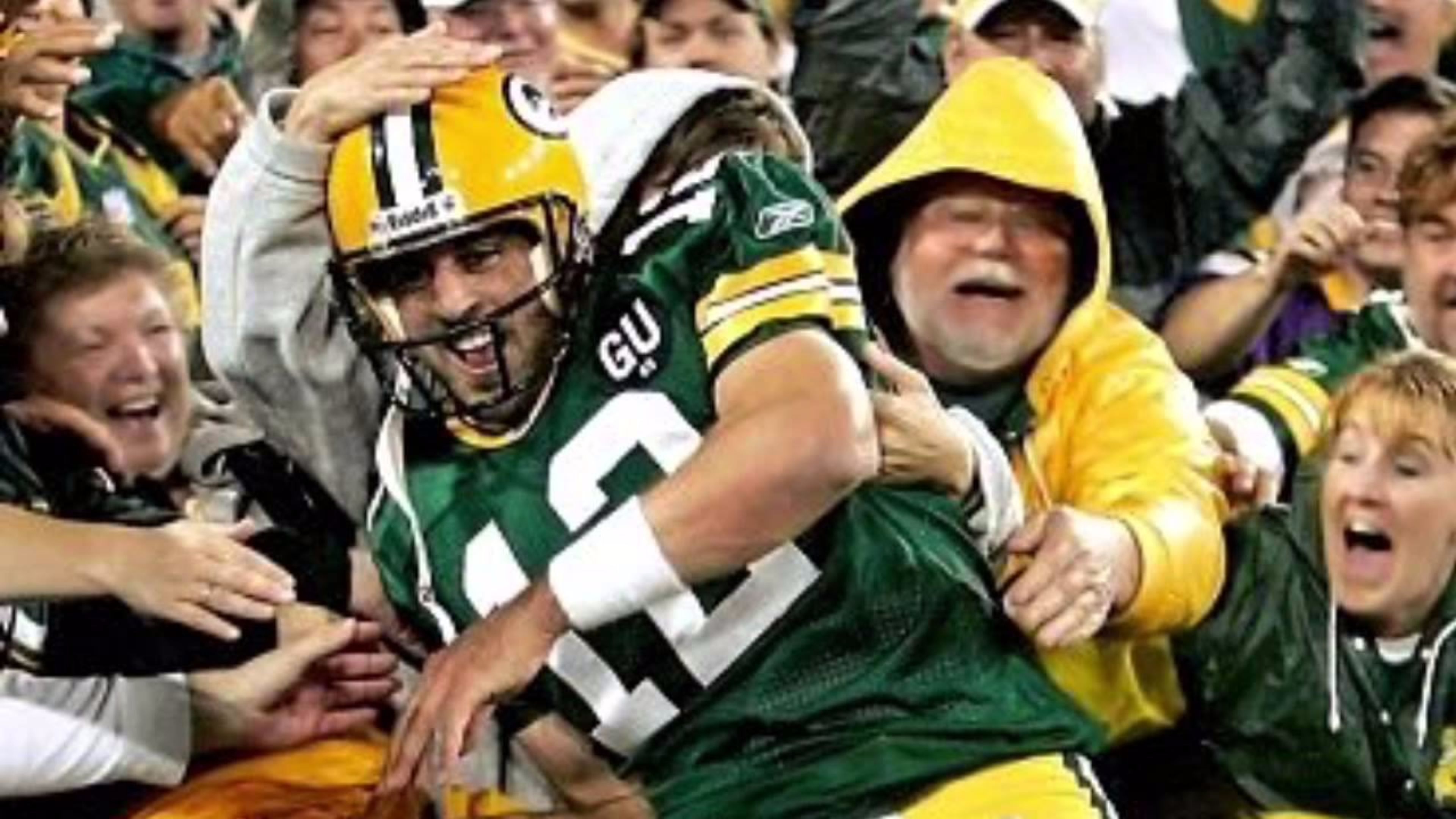 Pin By Shauna Lautenschlager On Green Bay Packers Green Bay Packers Green Bay Packers Fans Green Bay