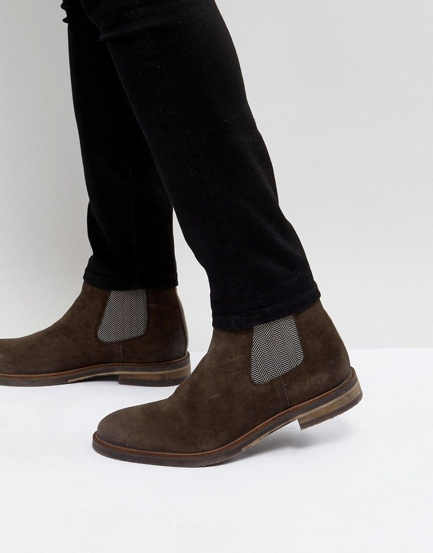 Shop Steve Madden Teller Suede Chelsea Boots In Brown at ASOS.