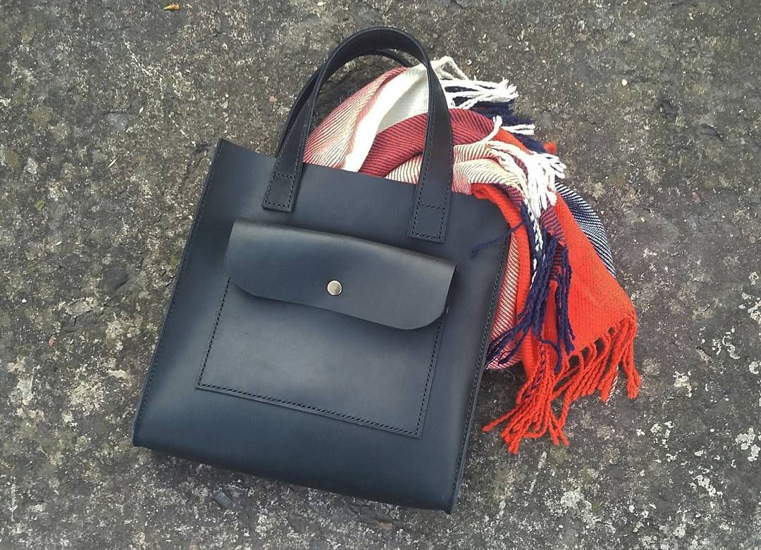 Leather bag.  Size 27×25×8. 40$
