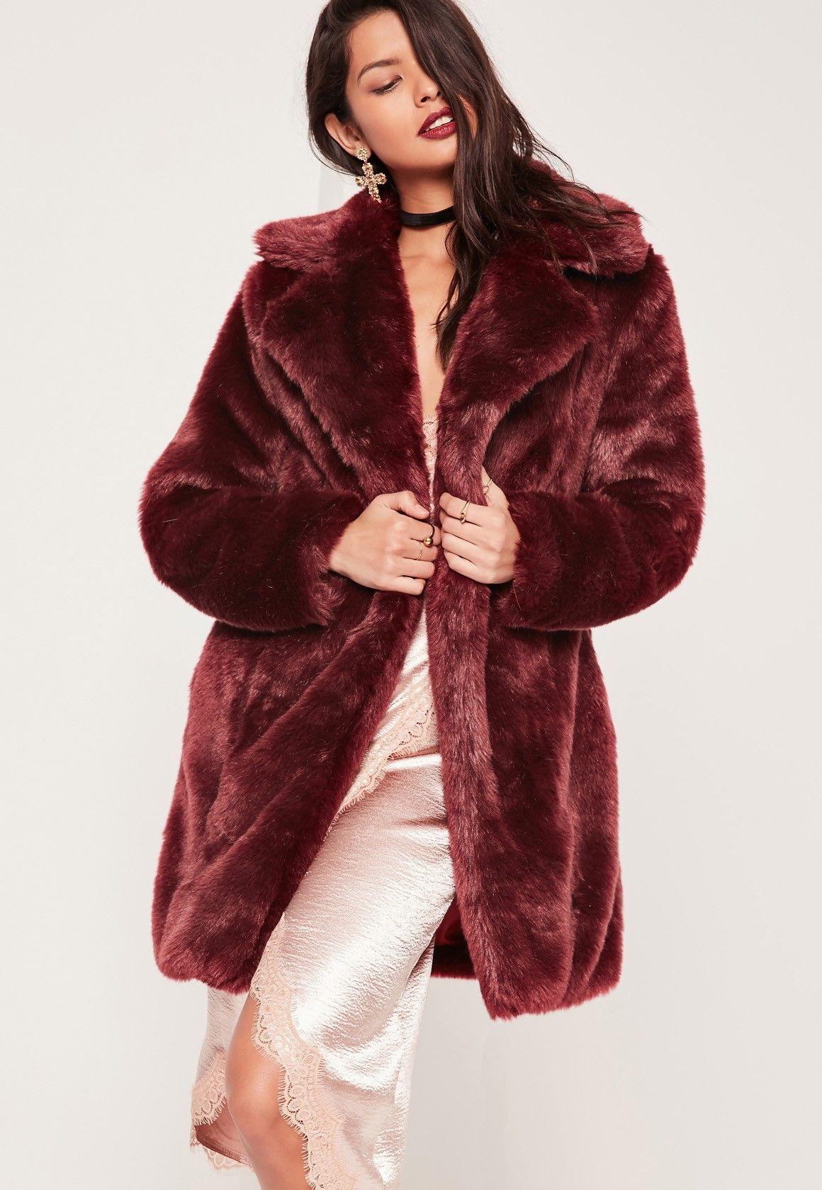 Jump into new season style in this oversized faux fur coat that is bound to be the talk of the town. Grab it before it's gone!