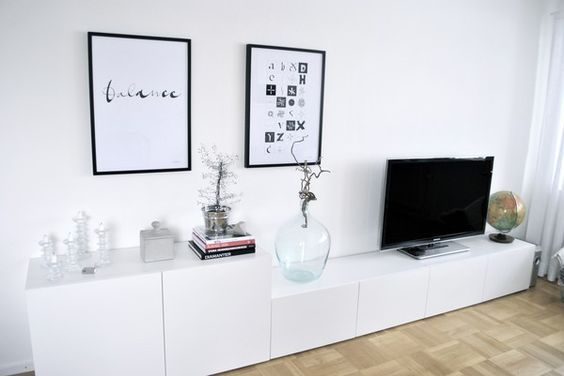 besta ikea mueble tv bajo decoraci n 15 composiciones de muebles tv con la serie besta de. Black Bedroom Furniture Sets. Home Design Ideas