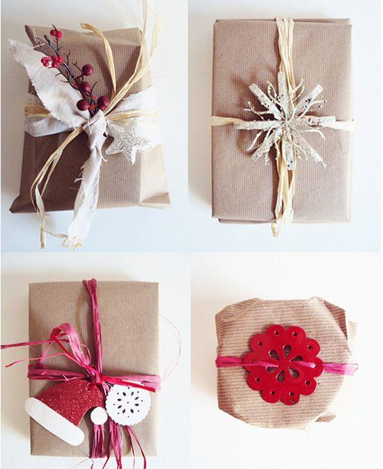 Работа на упаковке новогодних подарков