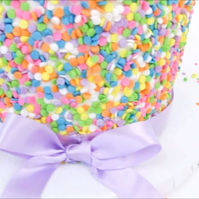 Is this cake rainbow-rific or what?!? 🌈  Link in bio to full video 💞🎂💞  #funfetti #cake #sprinkles #rainbow #icing #cakestagram