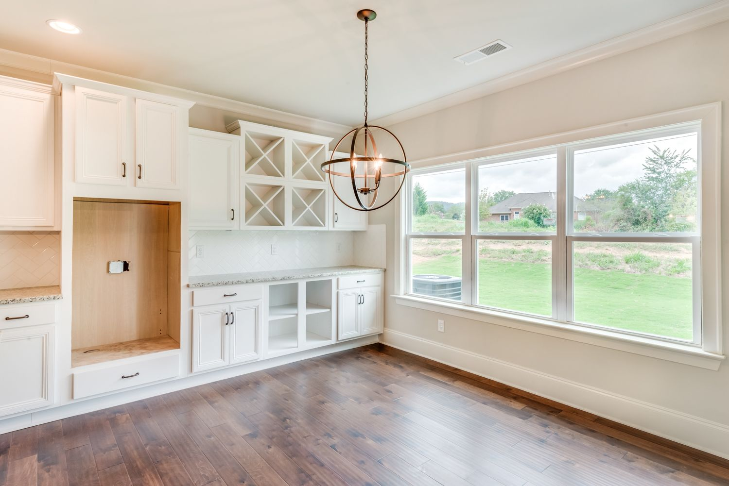 This Kitchen Is Huge With A Cabinet Extension Into The Breakfast Area This Creates A Great Serving Space That Can Act As A Wet B New Homes Home Breakfast Area