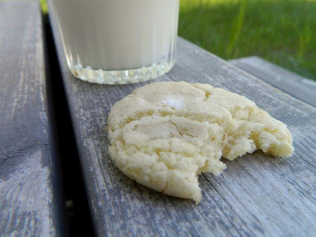 Herkulliset sitruunakeksit! Kylmän maidon kanssa parhaat. Älä paista liikaa, pitää jäädä aika vaaleiksi.