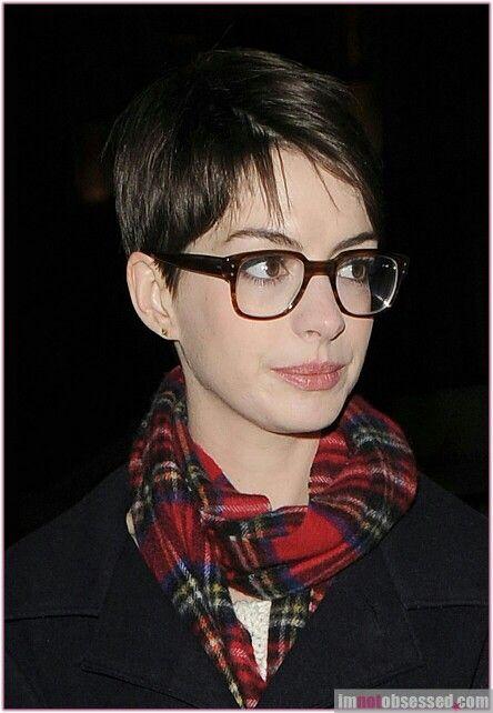Anne Love Her Short Hair Glasses Short Hair Styles Anne Hathaway