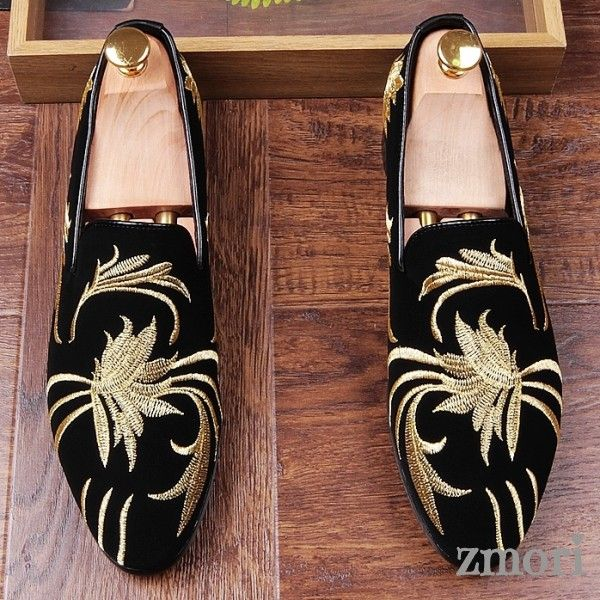 Black Gold Suede Embroidery Mens Oxfords Loafers Dress Shoes Flats is part of Shoes - Black Gold Suede Embroidery Mens Oxfords Loafers Dress Shoes Flats, Shoe WidthMediumUpper MaterialVelvet Upper , Leather InnerDecorations Leather and Rubber Sole