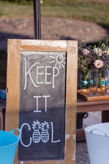 DIY Signage Ideas. http://flyawaybride.com/rustic-destination-wedding-spain/ Photography: Nadine van Biljon | Venue: Rancho del Ingles | Florist: Viveros Guzman | #WeddinginSpain #Venue #Destinationwedding #signage #blackboard #DIY