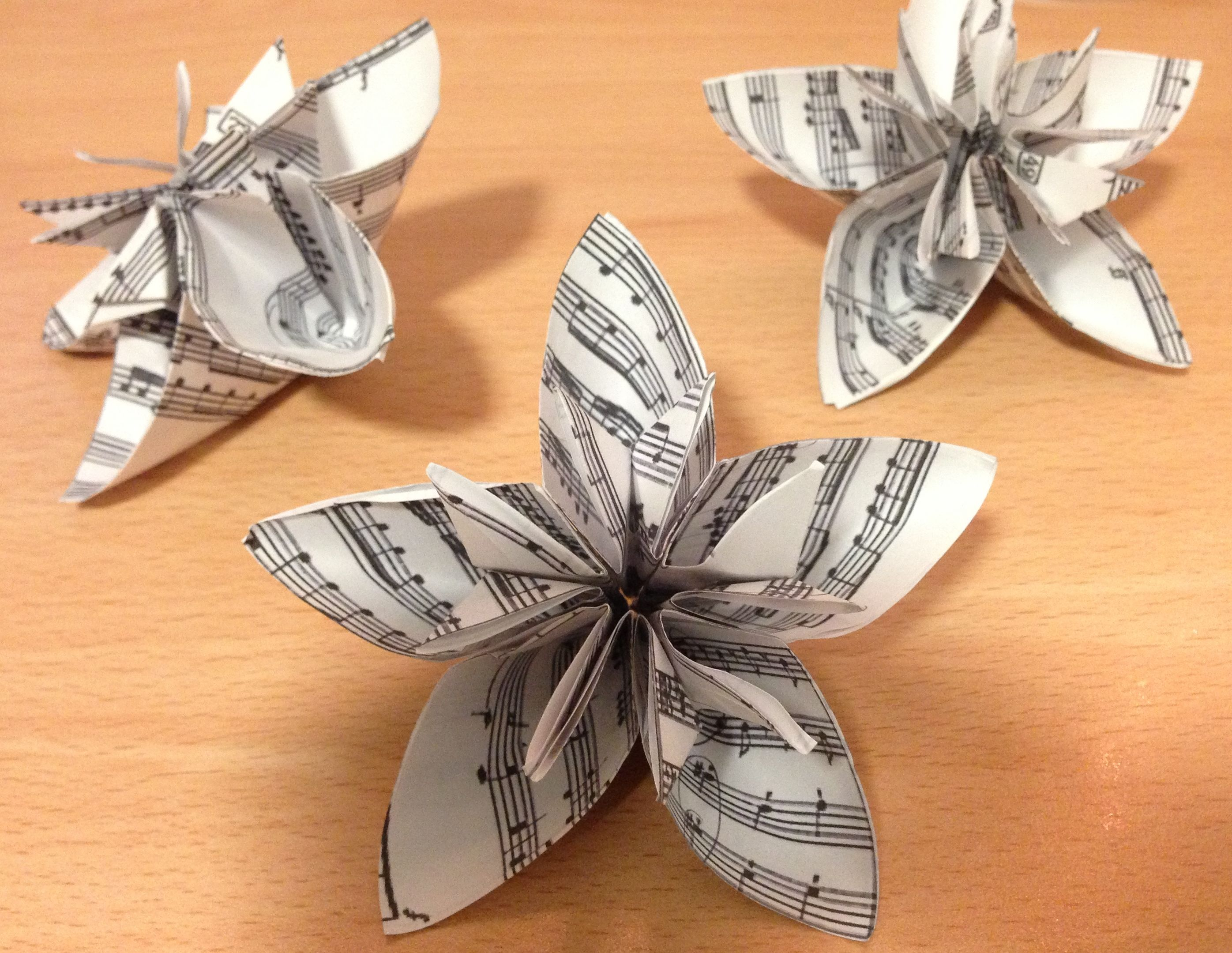 Make Simple Origami Flowers More Interesting And Unique By Using Old