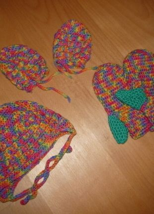 Kaufe meinen Artikel bei #Mamikreisel http://www.mamikreisel.de/kleidung-fur-madchen/mutzen/19116549-selbstgehakeltes-set-mutze-mit-handschuhen